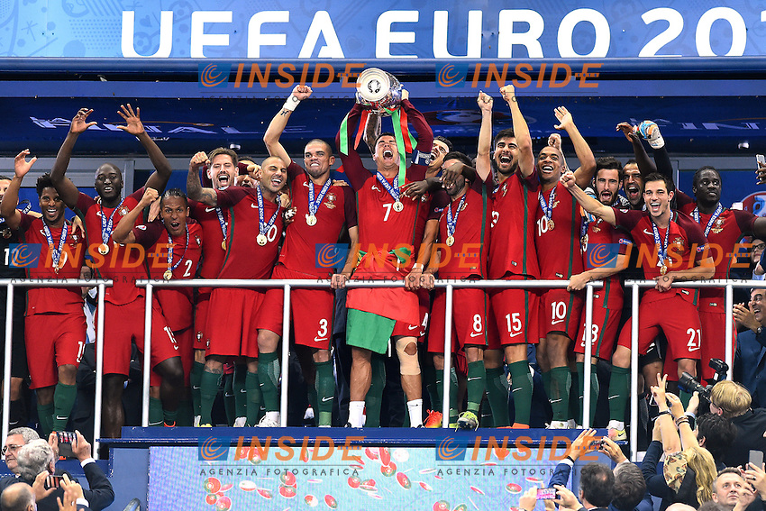 Esultanza fine partita Portogallo con la coppa celebration end of match Portugal with the cup<br /> Paris 10-07-2016 Stade de France Football Euro2016 Portugal - France / Portogallo - Francia Finale / Final<br /> Foto Massimo Insabato / Insidefoto