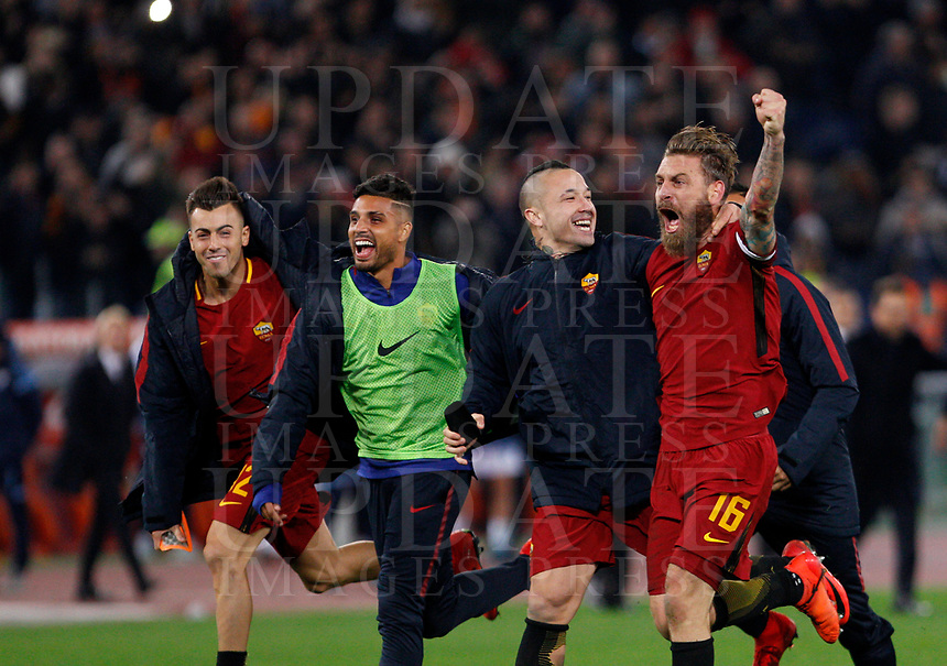 From left, Roma's Stephan El Shaarawy, Emerson Palmieri, Radja Nainggolan and Daniele De Rossi celebrate at the end of the Italian Serie A football match between Roma and Lazio at Rome's Olympic stadium, 18 November 2017. Roma won 2-1.<br /> UPDATE IMAGES PRESS/Riccardo De Luca