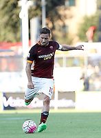 Calcio, Serie A: Frosinone vs Roma. Frosinone, stadio Comunale, 12 settembre 2015.<br /> Roma&rsquo;s Francesco Totti kicks the ball during the Italian Serie A football match between Frosinone and Roma at Frosinone Comunale stadium, 12 September 2015.<br /> UPDATE IMAGES PRESS/Isabella Bonotto