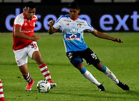 BOGOTÁ-COLOMBIA, 24-02-2019: Jhon Vásquez de Independiente Santa Fe, disputa el balón con Enrique Serge de Atlético Junior, durante partido de la fecha 6 entre Independiente Santa Fe y Atlético Junior, por la Liga Aguila I 2019, en el estadio Nemesio Camacho El Campin de la ciudad de Bogotá. / Jhon Vasquez of Independiente Santa Fe struggles for the ball with Enrique Serge of Atletico Junior, during a match of the 6th date between Independiente Santa Fe and Atletico Junior, for the Liga Aguila I 2019 at the Nemesio Camacho El Campin Stadium in Bogota city, Photo: VizzorImage / Luis Ramírez / Staff.
