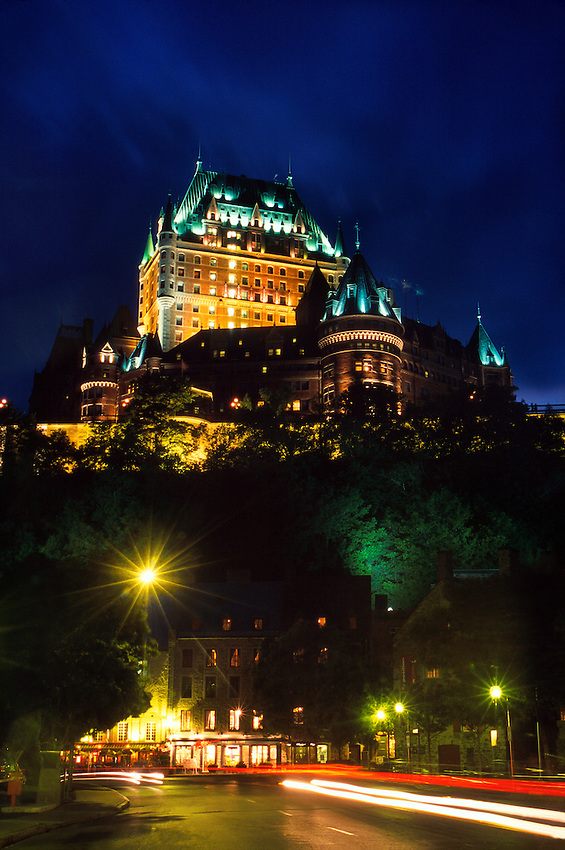 old quebec city at night with the fairmont le chateau. Black Bedroom Furniture Sets. Home Design Ideas