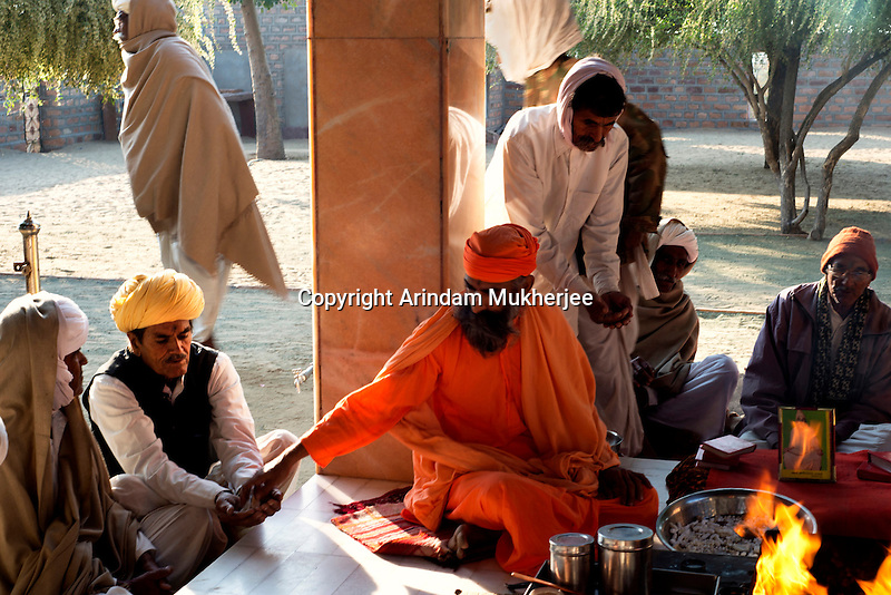 Shri visudhanand Maharaj distributes the offerings to Bishnoi people at jambeshwar temple in Jajwal near Jodhpur in Rajasthan, India.Arindam Mukherjee
