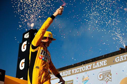 #18: Kyle Busch, Joe Gibbs Racing, Toyota Camry M&M's celebrates