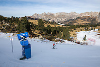 Italy, South Tyrol (Trentino-Alto Adige), above Val Gardena: skiing is only possible due to many snow guns as here near Sella Pass   Italien, Suedtirol (Trentino-Alto Adige), oberhalb von Groeden: Skifahren ist nur Dank der Schneekanonen moeglich wie hier an der Sella-Joch-Passstrasse