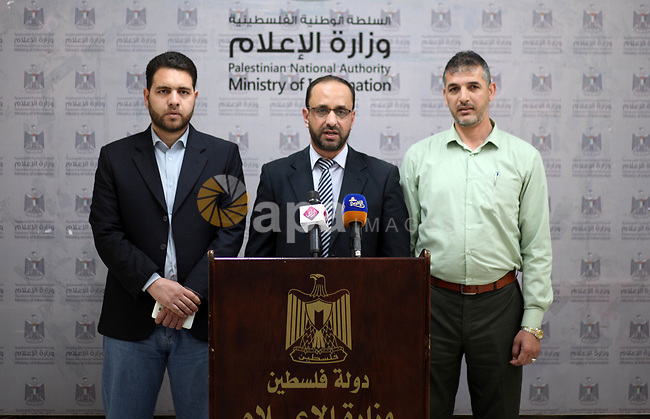 Director General of the Investment Promotion Authority of the Ministry, Economy Raed Al-Jazzar speaks during a press conference, in Gaza city on April 7, 2019. Photo by Mahmoud Ajjour
