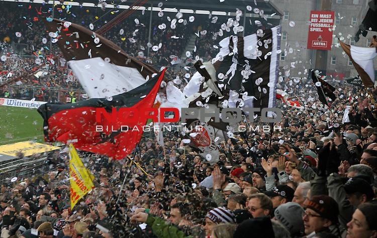 2.Liga FBL 2008/2009  15. Spieltag Hinrunde<br /> FC St.Pauli &ndash; vs. FC Ingolstadt 04 1:0<br /> <br /> <br /> Fankurve Gegengerade beim Einlauf der Mannschaften.<br /> <br /> <br /> <br /> Foto &copy; nph (nordphoto)<br /> <br /> *** Local Caption ***