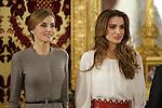 Queen Letizia of Spain (L) receives Queen Rania of Jordan at Royal Palace in Madrid, Spain. November 20, 2015. (ALTERPHOTOS/Pool)