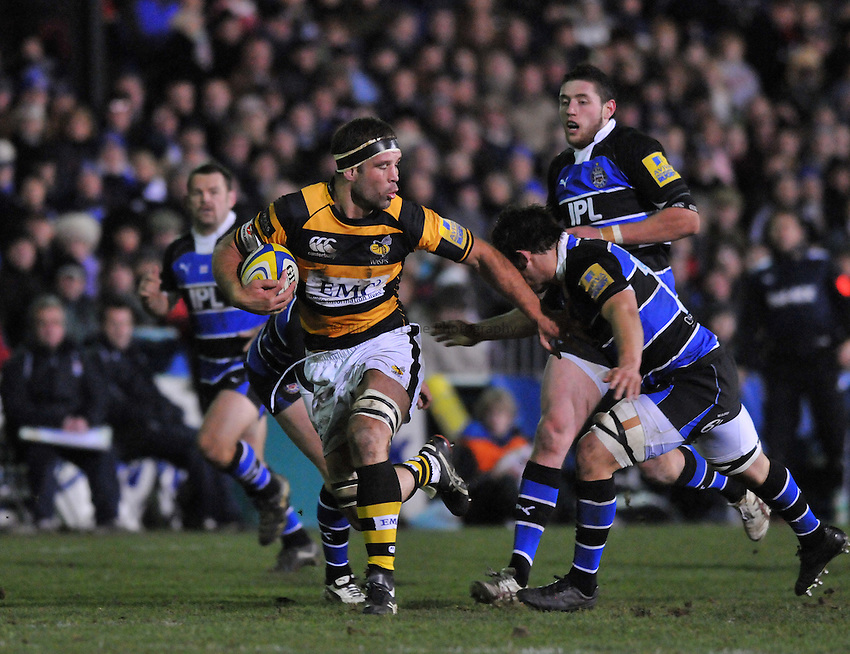 Photo: Tony Oudot/Richard Lane Photography. Bath Rugby v London Wasps. Aviva Premiership. 27/11/2010. .Joe Worsley goes on a run for Wasps.