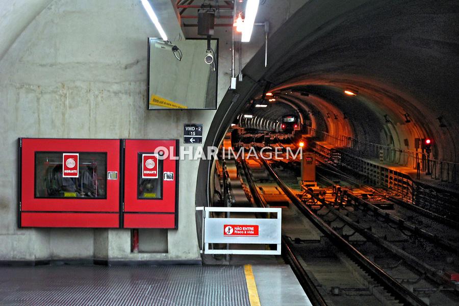 Tunel do metrô estação Vila Madalena. São Paulo. 2008. Foto de Juca Martins.