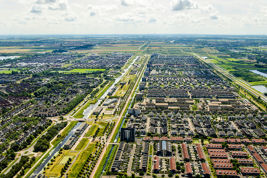 Nederland, Noord-Holland, Hoofddorp, 01-08-2016; overzicht van de wijken Overbos en Floriande (re), aan weerszijden van de IJtocht.<br /> Northwest Hoofddorp, overview.<br /> <br /> Overview Hoofddorp.<br /> luchtfoto (toeslag op standard tarieven);<br /> aerial photo (additional fee required);<br /> copyright foto/photo Siebe Swart