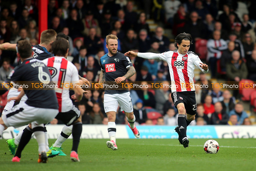 Brentford's Jota takes a shot at the Derby County goal during Brentford vs Derby County, Sky Bet EFL Championship Football at Griffin Park on 14th April 2017