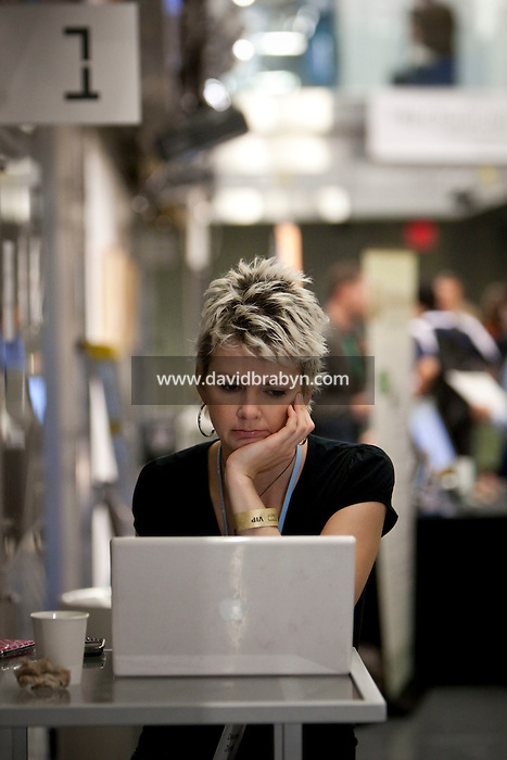 Deanna Zandt (@randomdeanna) works on her laptop computer during a break at the 140 Character conference in New York City, USA, 16 June 2009.
