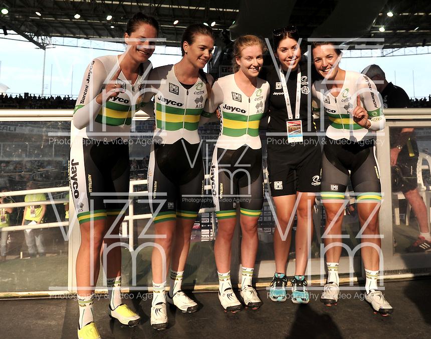 CALI – COLOMBIA – 18-02-2017: Amy Cure, Ashlee Ankudinoff, Laura Brown y Rebeca Wiasak de Australia, gana medalla de oro en la prueba de los 4000 metros persecusion por equipos damas en el Velodromo Alcides Nieto Patiño, sede de la III Valida de la Copa Mundo UCI de Pista de Cali 2017. / Amy Cure, Ashlee Ankudinoff, Laura Brown and Rebeca Wiasak from Australia, win the gold medal in the 4000 meters Women´s Teams Pursuit test at the Alcides Nieto Patiño Velodrome, home of the III Valid of the World Cup UCI de Cali Track 2017. Photo: VizzorImage / Luis Ramirez / Staff.