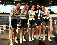 CALI – COLOMBIA – 18-02-2017: Amy Cure, Ashlee Ankudinoff, Laura Brown y Rebeca Wiasak de Australia, gana medalla de oro en la prueba de los 4000 metros persecusion por equipos damas en el Velodromo Alcides Nieto Patiño, sede de la III Valida de la Copa Mundo UCI de Pista de Cali 2017. / Amy Cure, Ashlee Ankudinoff, Laura Brown and Rebeca Wiasak from Australia, win the gold medal in the 4000 meters Women´s Teams Pursuit test at the Alcides Nieto Patiño Velodrome, home of the III Valid of the World Cup UCI de Cali Track 2017. Photo: VizzorImage / Luis Ramirez / Staff.