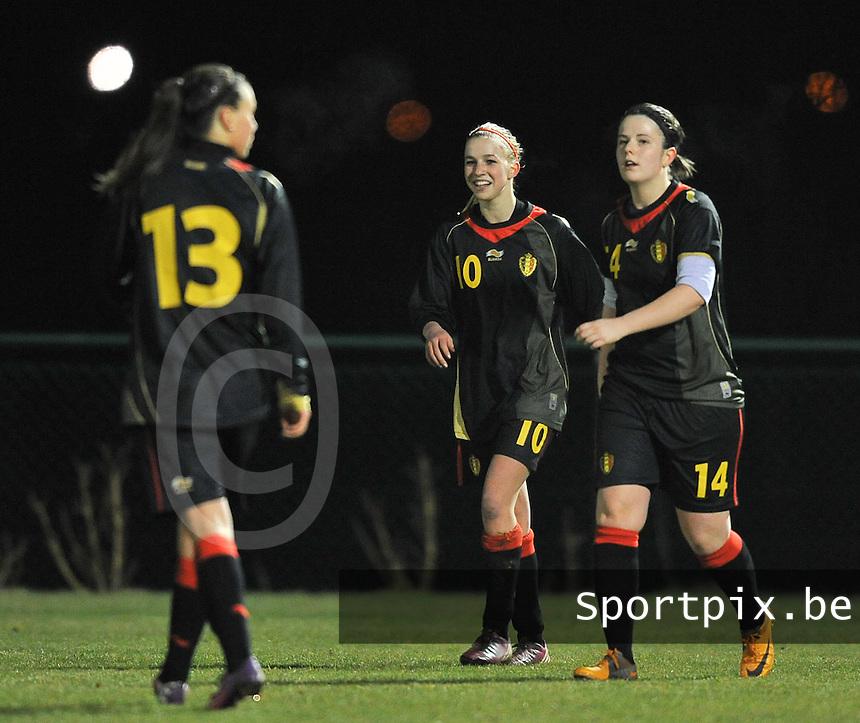 Belgium Dames U19 - selectie brabant jongens U15 :  Jackie Groenen blij met de 1-1 gelijkmaker ,vierend met Maria Laura Aga (rechts).foto DAVID CATRY / Vrouwenteam.be
