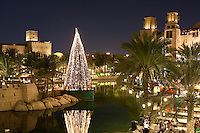 United Arab Emirates, Dubai: Restaurants in Madinat Jumeirah with Christmas tree
