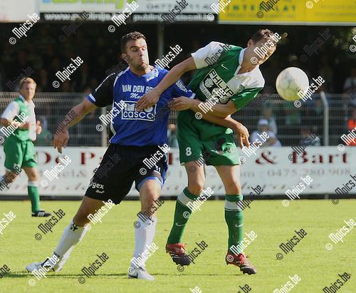 2008-09-14 / Voetbal / Rupel-Boom - RC Mechelen / Jens Verroken (Boom) met Roel Engelen (r, RCM)..Foto: Maarten Straetemans (SMB)