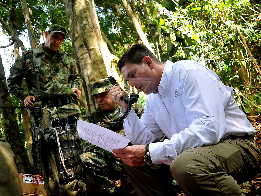 SELVA DEL DARIEN -COLOMBIA. 24-12-2013.  En medio de la espesa selva del DariŽn, el ministro de Defensa, Juan Carlos Pinz—n, visit— a una de las unidades de la Fuerza de Tarea Nudo de Paramillo, ubicada en la zona norte de Antioqu'a, <br />  . / Amid the thick jungle of Darien, Defense Minister Juan Carlos Pinz—n, visited one of the units of Task Force Nudo of Paramillo , located in the north of Antioquia,.Photo: Mauricio Orjuela / Ministerio de Defensa Nacional