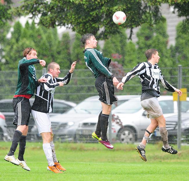 PFUNGSTADT-ESCHOLLBRUECKEN, DEUTSCHLAND - 26. Mai: 34. und letzter Spieltag in der Kreisliga A Kreis Darmstadt. Begegnung zwischen dem TSV Eschollbruecken (weiss) und dem FC Alsbach II (gruen) am 26. Mai 2013 auf dem Sportgelände des TSV Eschollbrücken, Deutschland. Der TSV Eschollbruecken gewinnt die Partie bei stroemendem Regen mit 5-3 (5-1) und verlaesst damit am letzten Spieltag den letzten Platz in der Kreisliga A. (Photo by Dirk Markgraf/www.265-images.com)