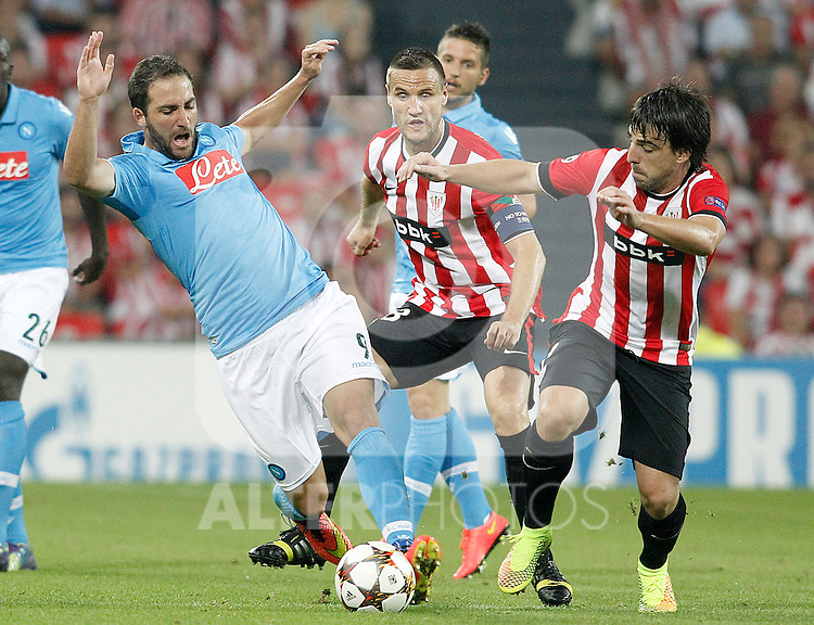 Athletic de Bilbao's Benat Etxebarria (r) and SSC Napoli's Gonzalo Higuain during Champions League 2014/2015 Play-off 2nd leg match.August 27,2014. (ALTERPHOTOS/Acero)