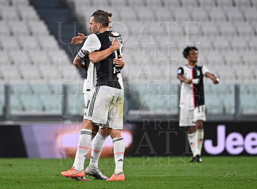Calcio, Serie A: Juventus - Lazio, Allianz Stadium, July 20, 2020.<br /> Juventus' players celebrate after winning 2-1 the Italian Serie A football match between Juventus and Lazio at the Allianz stadium in Turin, July 20, 2020.<br /> UPDATE IMAGES PRESS/Isabella Bonotto