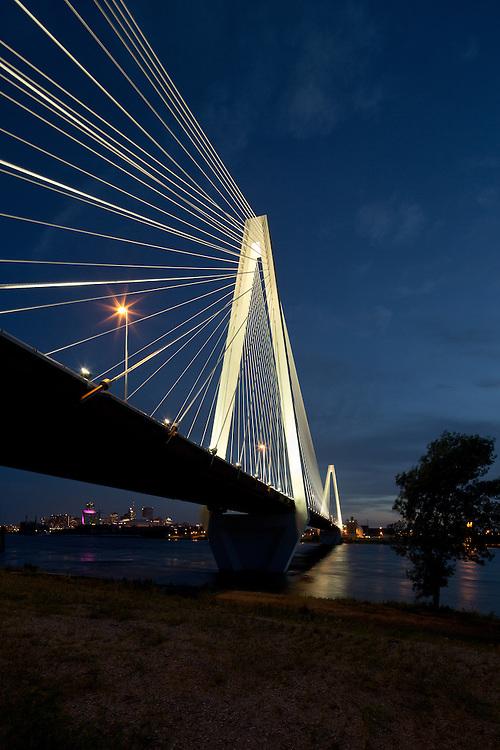 Stan Musial Veteran's Memorial Bridge St. Louis   HNTB