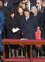 Il Presidente del Consiglio Matteo Renzi, a destra, e la moglie Agnese Landini alla messa di Papa Francesco in occasione della conclusione del Giubileo della Misericordia, in Piazza San Pietro, Citta' del Vaticano, 20 novembre 2016.<br /> Italian Premier Matteo Renzi, right, and his wife Agnese Landini attend the Pope Francis' Mass on the occasion of the conclusion of the Jubilee of Mercy, in St. Peter's Square at the Vatican, 20 November 2016.<br /> UPDATE IMAGES PRESS/Riccardo De Luca<br /> <br /> STRICTLY ONLY FOR EDITORIAL USE