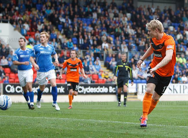 Gary Mackay-Steven scores the second goal for Dundee Utd