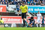 05.10.2019, Benteler Arena, Paderborn, GER, 1.FBL, SC Paderborn 07 vs 1. FSV Mainz 05<br /> <br /> DFL REGULATIONS PROHIBIT ANY USE OF PHOTOGRAPHS AS IMAGE SEQUENCES AND/OR QUASI-VIDEO.<br /> <br /> im Bild / picture shows<br /> Patrick Ittrich (Schiedsrichter / referee) bei Mohamed Dräger (Paderborn #25) der seinen Schuh anzieht, <br /> <br /> Foto © nordphoto / Ewert