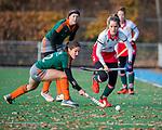 TILBURG  - hockey-  Tess Olde Loohuis (MOP) met Britt van Beek (WereDi)  tijdens de wedstrijd Were Di-MOP (1-1) in de promotieklasse hockey dames.   COPYRIGHT KOEN SUYK