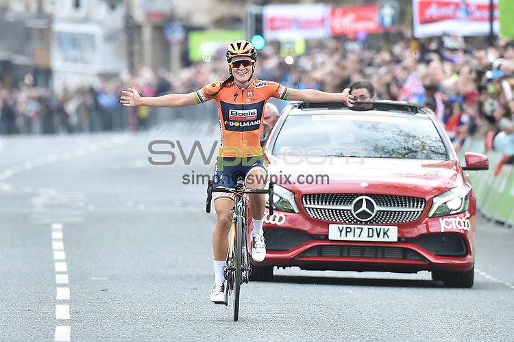 Picture by Allan Mckenzie/SWpix.com - 29/04/16 - Cycling - 2017 Tour de Yorkshire - Womens Race - Tadcaster to Harrogate - North Yorkshire, England - Boels Dolman's Lizzie Deignan wins the Asda Tour de Yorkshire womens race.