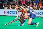 ROTTERDAM - Ginella Zerbo (Ned) met Linnea Gonzales (USA)  tijdens de Pro League hockeywedstrijd dames, Netherlands v USA (7-1)  ..COPYRIGHT  KOEN SUYK