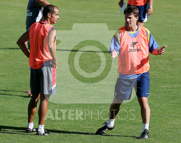Getafe's coach Michael Laudrup (r) and Mario Cotelo (l) during training sesion at La Albuera City Sports in Segovia, Wednesday July 25 2007. (ALTERPHOTOS/B.Echávarri).