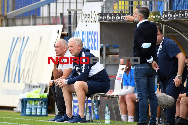 28.06.2020, Hänsch-Arena, Meppen, GER, 3.FBL, SV Meppen vs. FC Ingolstadt 04 <br /> <br /> im Bild<br /> Trainer Christian Neidhart (SV Meppen) und Co-Trainer Mario Neumann (SV Meppen) sitzen auf der Bank.<br /> <br /> DFL REGULATIONS PROHIBIT ANY USE OF PHOTOGRAPHS AS IMAGE SEQUENCES AND/OR QUASI-VIDEO<br /> <br /> Foto © nordphoto / Paetzel