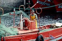 Spanien, Galicien, La Coruña, Fischer im Hafen