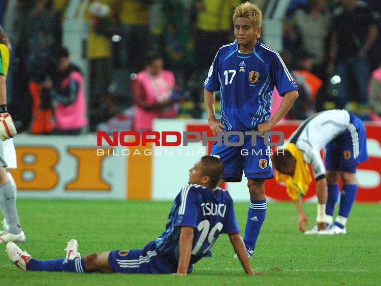 FIFA WM 2006 -  Gruppe F Vorrunde ( Group AF)<br /> Play   #43 (22-Jun) - Japan vs Brasilien<br /> <br /> Keisuke Tsuboi (JPN) am Boden und Junichi Inamoto (JPN) entt&permil;uscht ausgeschieden.<br /> <br /> Foto &copy; nordphoto
