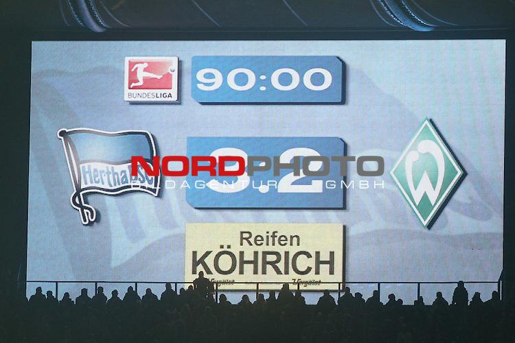 13.12.2013, Olympiastadion, Berlin, GER, 1.FBL, Hertha BSC vs Werder Bremen, im Bild die Anzeigentafel mit dem ergebniss 3 zu 2 f&uuml;r Berlin <br /> <br /> Foto &copy; nph / Schrader