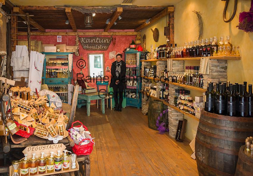 Croatia, Istria, Pula: sale of local specialities | Kroatien, Istrien, Pula: Verkauf heimischer Spezialitaeten