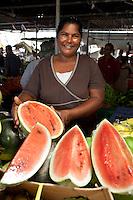 Mauritius, Flacq, Centre de Flacq: Local woman selling watermelon at fruit and vegetable market | Mauritius, Flacq, Centre de Flacq: Frau verkauft Wassermelonen auf dem Obst- und Gemuesemarkt