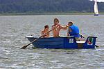 Węgorzewo, 2008-07-10. Łódź wiosłowa na Jeziorze Święcajty