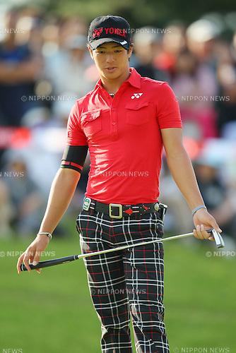 Ryo Ishikawa, OCTOBER 6, 2011 - Golf : Ryo Ishikawa putt on the 9th green during the Canon Open Golf Tournament 1st Round at Totsuka Country Club, Kanagawa, Japan. (Photo by Yusuke Nakanishi/AFLO SPORT) [1090]