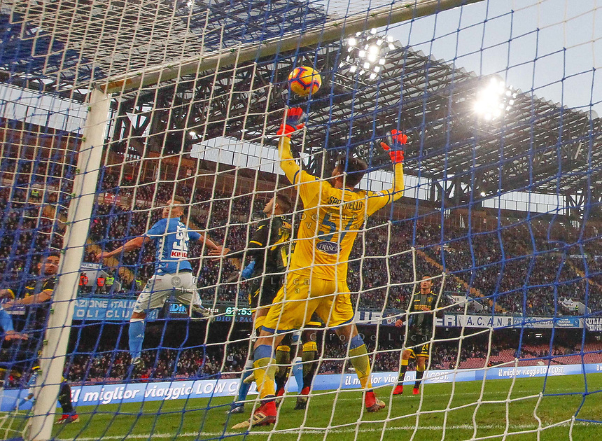 Arkadiusz Milik of Napoli  scores his first gol during the  italian serie a soccer match,  SSC Napoli - Frosinone       at  the San  Paolo   stadium in Naples  Italy , December 08, 2018