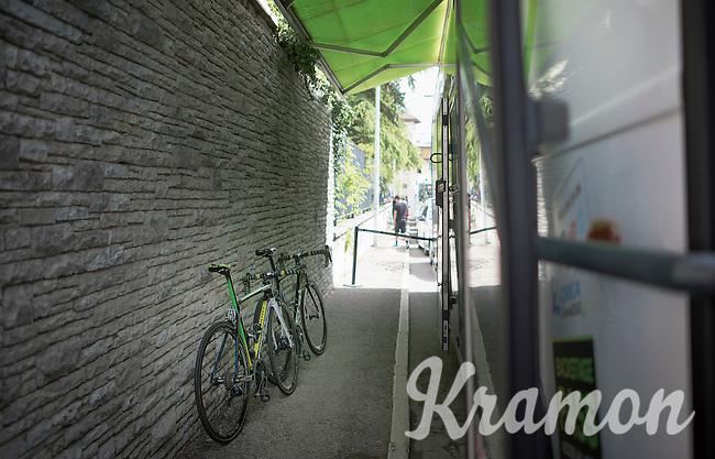 Bikes of the 2 (!) remaining Orica-GreenEDGE riders in the Giro: Michael Hepburn (AUS/Orica-GreenEDGE) & Svein Tuft (CAN/Orica-GreenEdge)<br /> <br /> 2014 Giro d'Italia<br /> stage 18: Belluno - Rifugio Panarotta (Valsugana), 171km