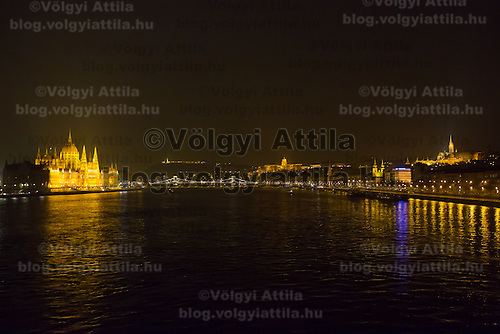 Photo of the Hungarian capitol city with the Parliament (L), Chain Bridge (2nd L), the Royal Castle (2nd R) and Mathias Church (R) during the Earth Hour in Budapest, Hungary on March 23, 2013. ATTILA VOLGYI