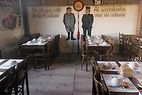 """Europe/Belgique/Flandre/Flandre Occidentale/Watou : Salle célébrant la frontière à l'estaminet """"Au Nouveau Saint-Eloi"""""""