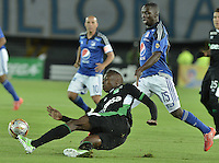 BOGOTA - COLOMBIA -19 -08-2015: Deiver Machado (Der) jugador de Millonarios disputa el balón con Helibelton Palacios (Izq) jugador de Deportivo Cali durante partido por la fecha 7 de la Liga Águila II 2015 jugado en el estadio Nemesio Camacho El Campín de la ciudad de Bogotá./ Deiver Machado (R) player of Millonarios fights for the ball with Helibelton Palacios (L) player of Deportivo Cali during the match for the 7th date of the Aguila League II 2015 played at Nemesio Camacho El Campin stadium in Bogotá city. Photo: VizzorImage / Gabriel Aponte / Staff.