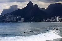 RIO DE  JANEIRO,04 DE MAIO DE 2012- Movimentação na praia do Arpoador-RJ  , capital  Fluminense nessa  sexta-feira(4).<br /> Guto Maia / Brazil Photo Press