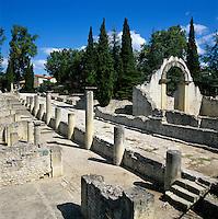 France, Provence, Département Vaucluse, Vaison-La-Romaine: Ruines Romaines (Roman ruins) | Frankreich, Provence, Département Vaucluse, Vaison-La-Romaine: archaeologische Ausgrabungsstaette, roemisch Ruinen