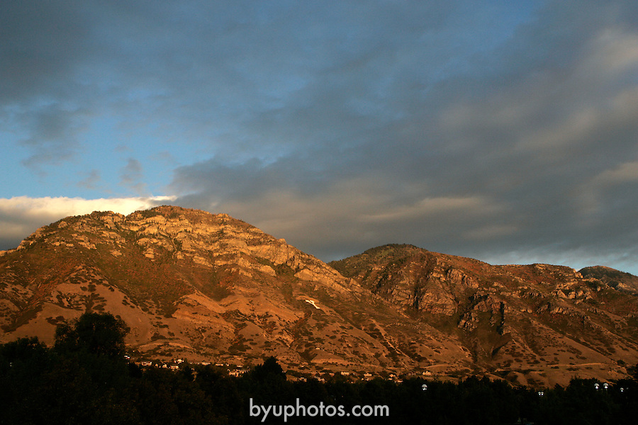 ".""A Day in the Life of BYU""..9/22/04..GCS- Y Mountain at Sunset from the East Walkway on North Campus Drive...Photo by Jaren Wilkey/BYU..Copyright BYU PHOTO 2004 .photo@byu.edu  801-422-7322.0409-30 GCS Day at BYU."