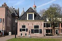 Nederland - Assen-  April  2019 . Het Drents Archief. Beeld van Bartje in de achtertuin.  Foto Berlinda van Dam / Hollandse Hoogte